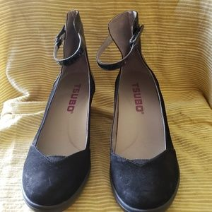 Like new condition wedge shoe